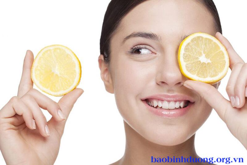 Chanh chứa nhiều vitamin C giúp trị tàn nhang nhanh chóng