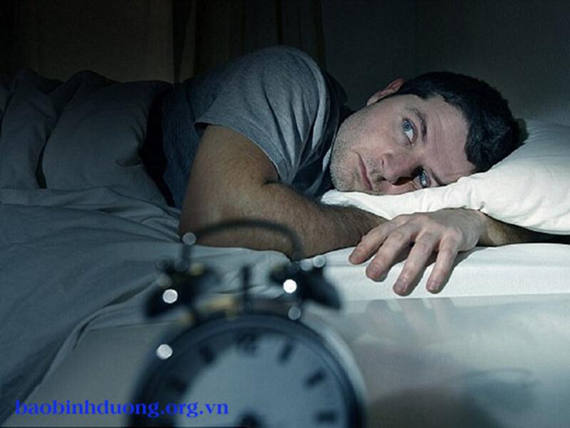 Hiện tượng giật mình khi ngủ là bị gì