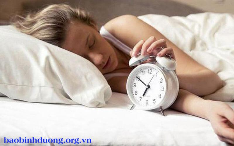 tại sao ngủ hay giật mình