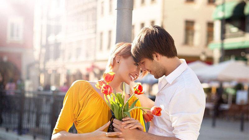 1 bó hoa sẽ thay cho tình cảm mà bạn dành cho người ấy